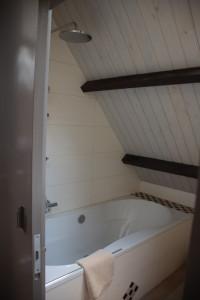 Gang boven, met badkamer en infrarood Cabine – Casa nel Verde