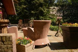 Het grote terras biedt ook ruimte voor gezellige eettafel.